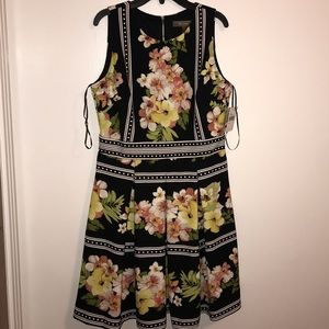 NWT black and white floral Melonie dress